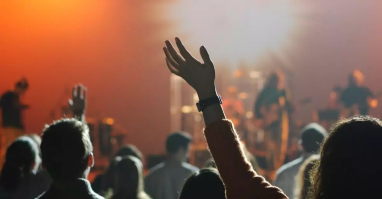 How Does the Bible Say We Should Worship?